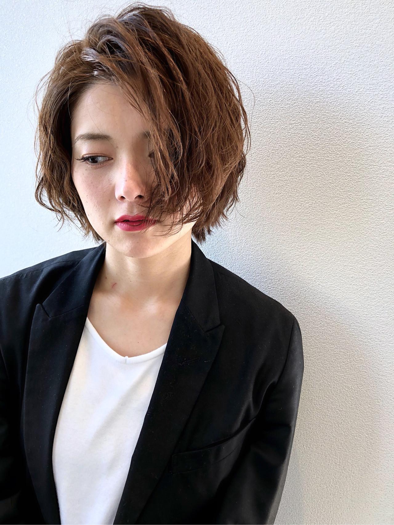 オフィス コンサバ 波ウェーブ ショート ヘアスタイルや髪型の写真・画像