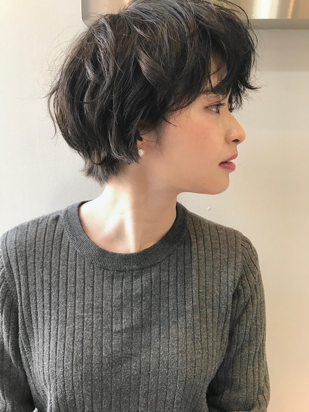暗髪 アッシュグレー ナチュラル 黒髪 ヘアスタイルや髪型の写真・画像