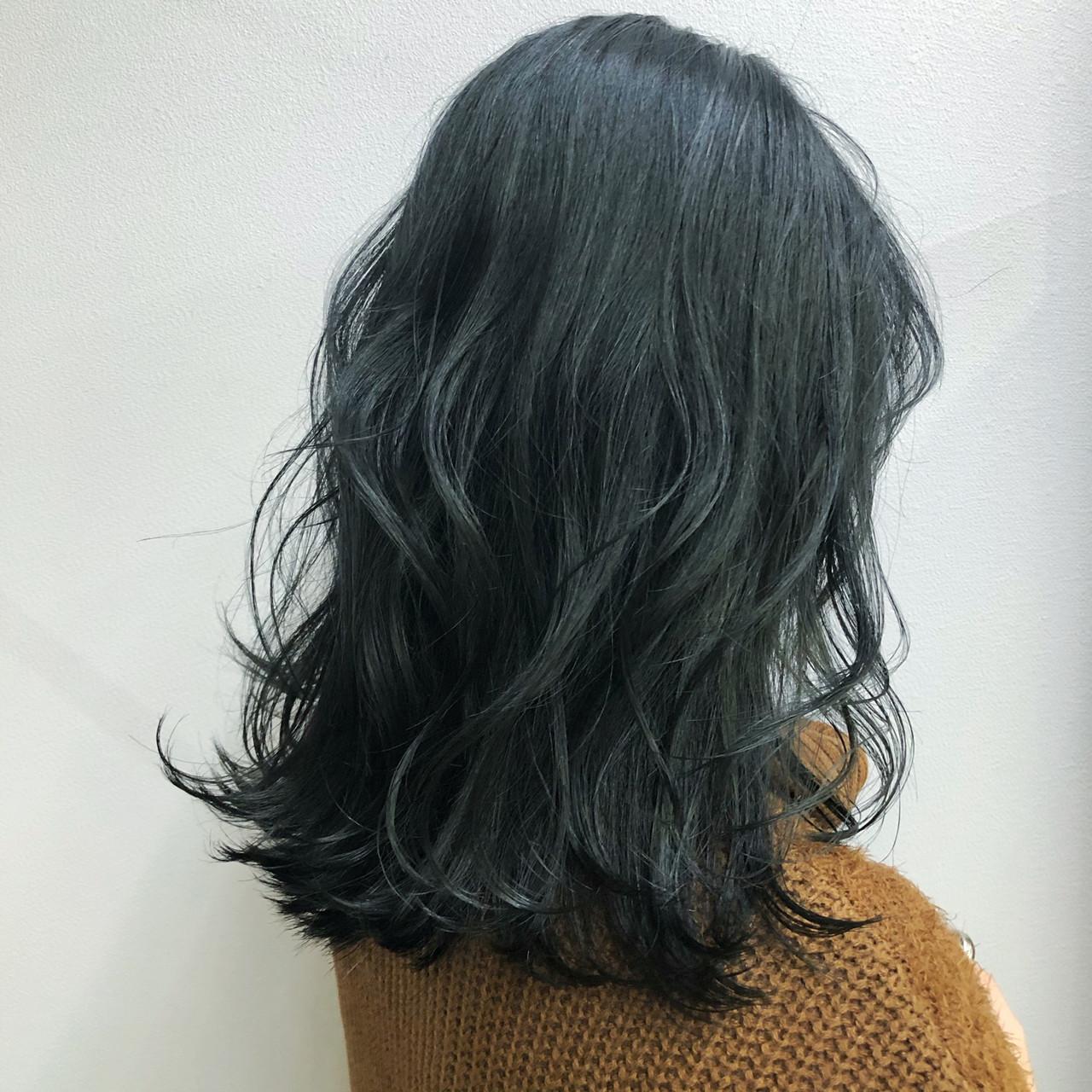 ナチュラル ネイビー インナーカラー セミロング ヘアスタイルや髪型の写真・画像