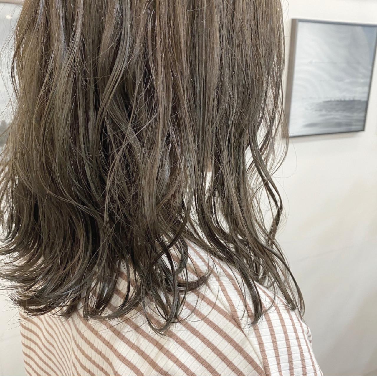 ミルクティーベージュ ミルクティーグレージュ ナチュラル セミロング ヘアスタイルや髪型の写真・画像