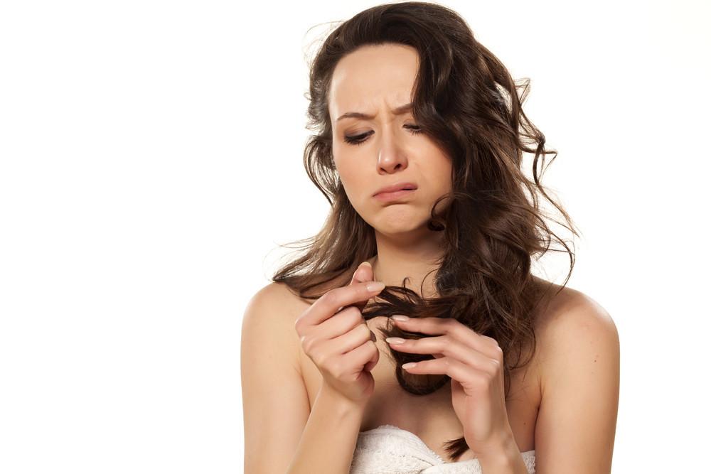 髪の毛がパサパサになる5つの原因とは?今日からできる対策もご紹介!