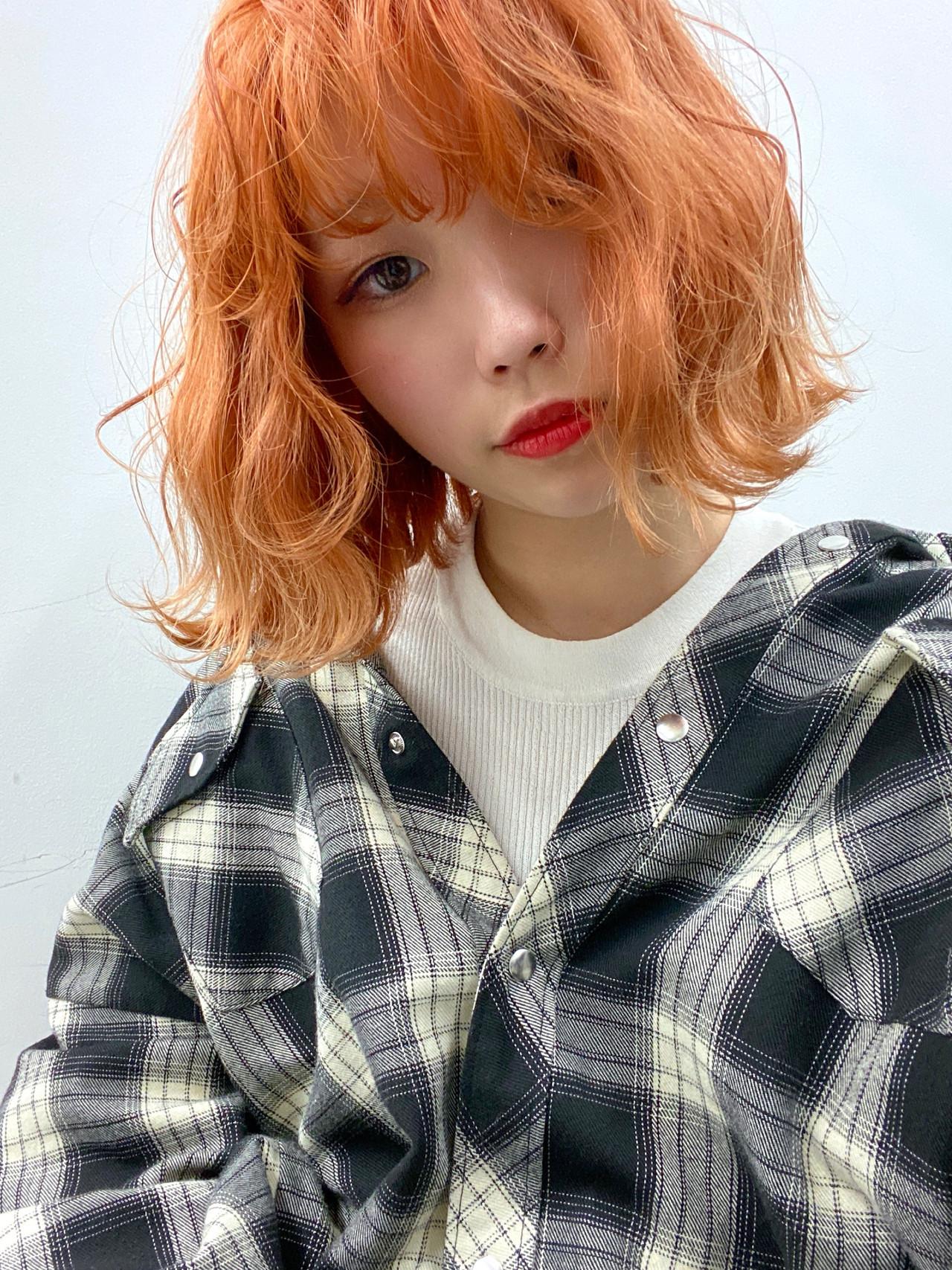 フェミニン ハイトーンカラー 切りっぱなしボブ オレンジカラー ヘアスタイルや髪型の写真・画像