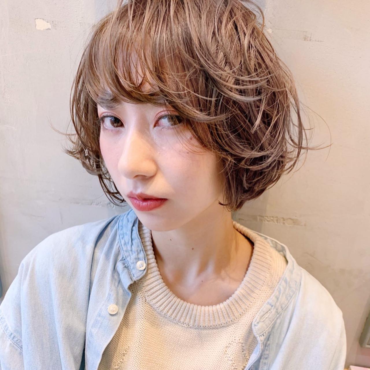 グレージュ ショートボブ ナチュラル ショートヘア ヘアスタイルや髪型の写真・画像