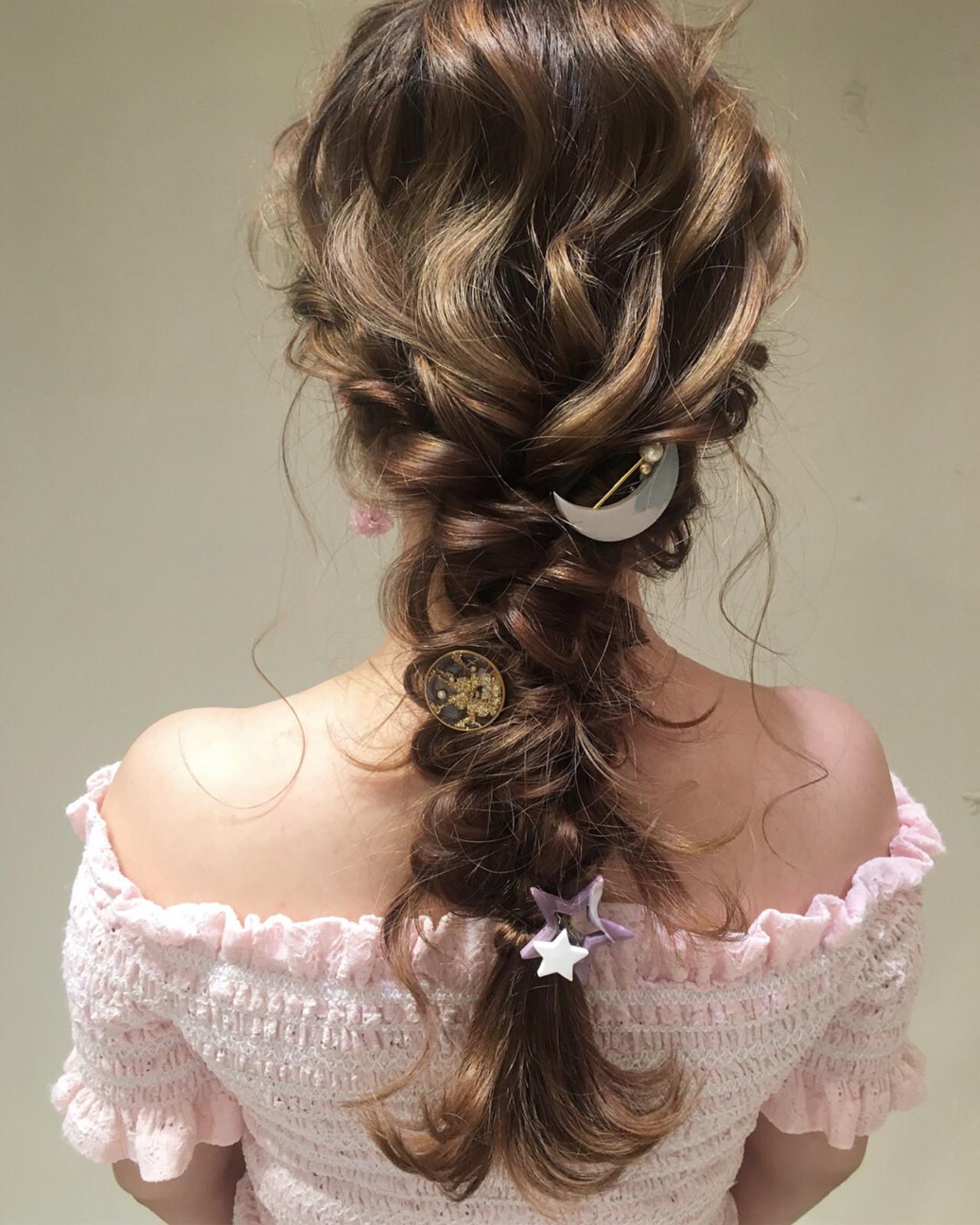結婚式 ナチュラル 編み込み パーティ ヘアスタイルや髪型の写真・画像