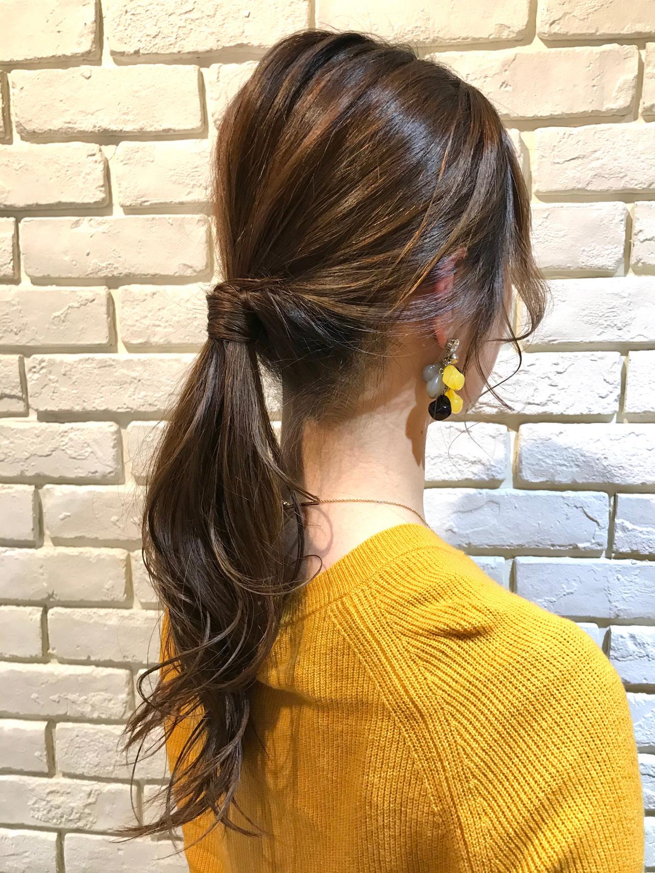 ベージュ ヘアアレンジ ローポニーテール こなれ感 ヘアスタイルや髪型の写真・画像