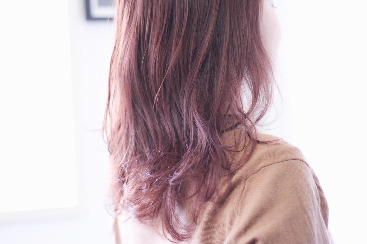 パーマ ラベンダーピンク ラベンダーアッシュ セミロング ヘアスタイルや髪型の写真・画像