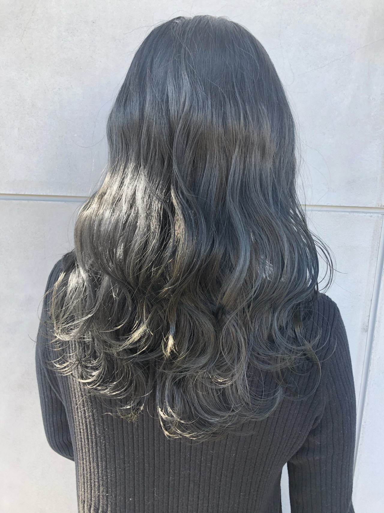 グレージュ アッシュグレージュ ダークグレー セミロング ヘアスタイルや髪型の写真・画像