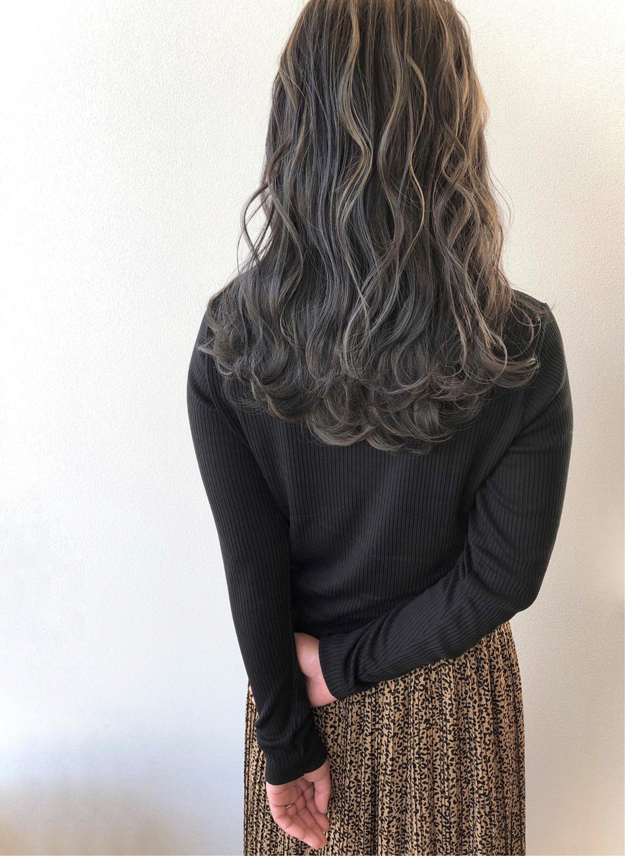 ダークグレー コンサバ 波ウェーブ ロング ヘアスタイルや髪型の写真・画像