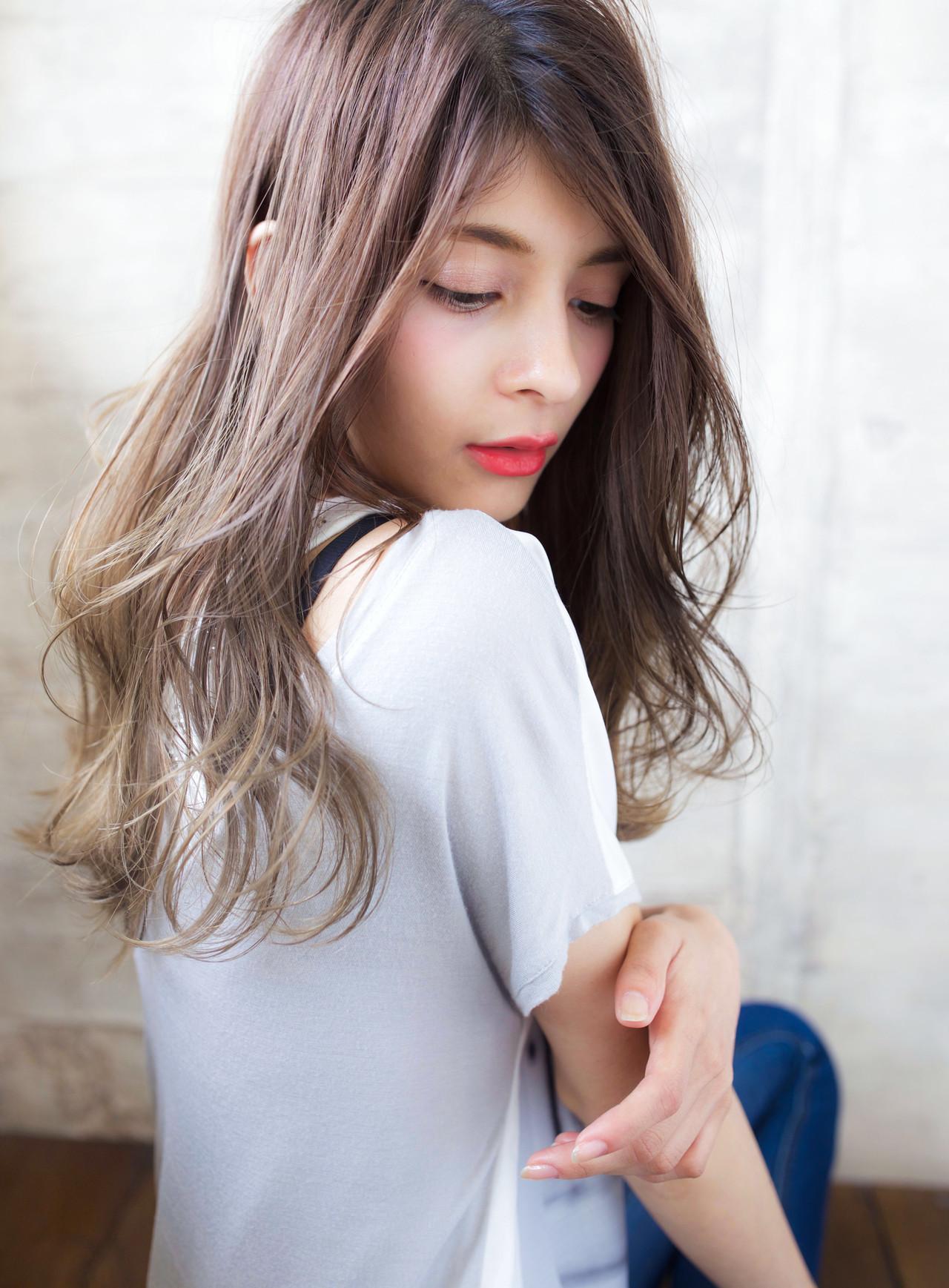 セミロング ヘアカラー フェミニン ハイライト ヘアスタイルや髪型の写真・画像