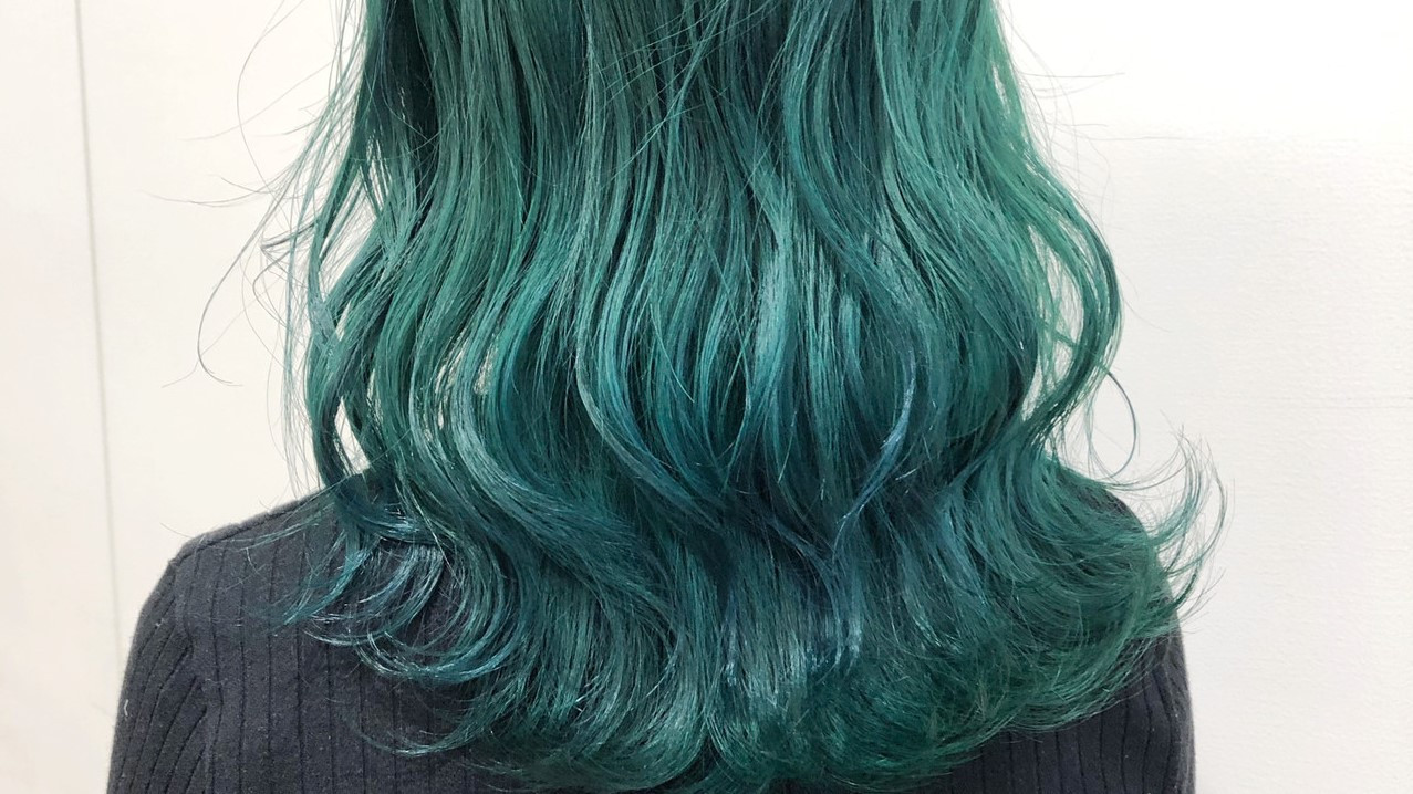 周りよりおしゃれ見せ!特別な緑髪で個性的なヘアカラーをゲットしよ!
