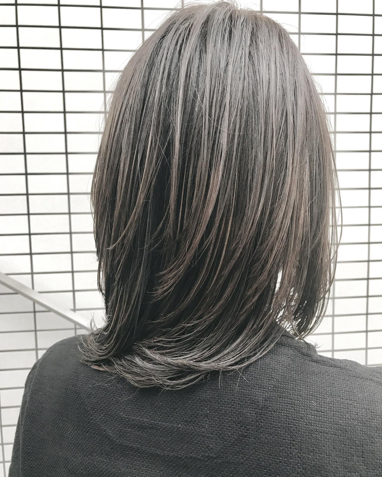フェミニン 大人ハイライト ミディアム ミルクティー ヘアスタイルや髪型の写真・画像