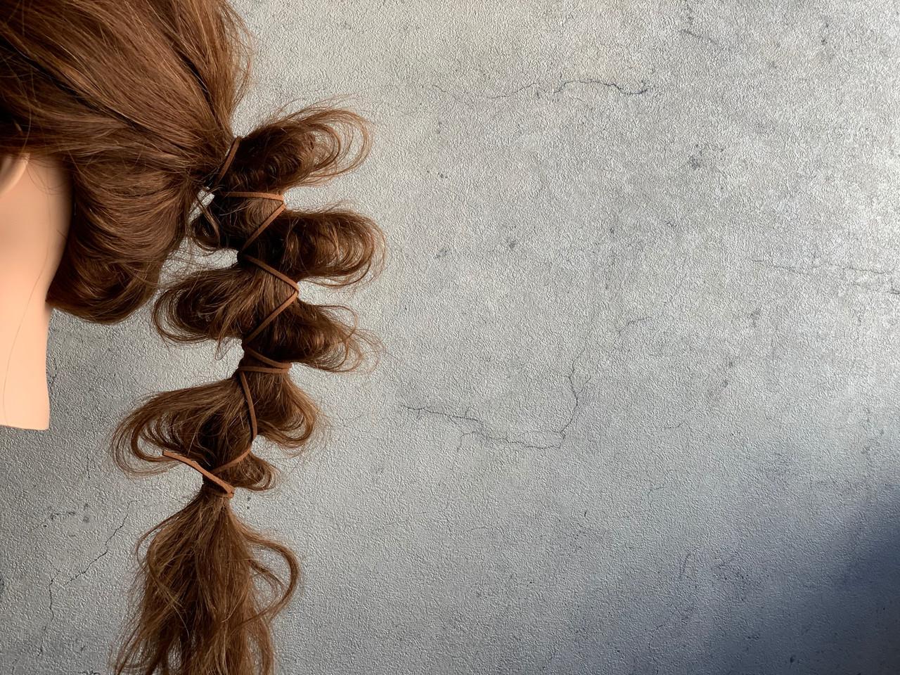 ロング ローポニーテール ストリート 紐アレンジ ヘアスタイルや髪型の写真・画像