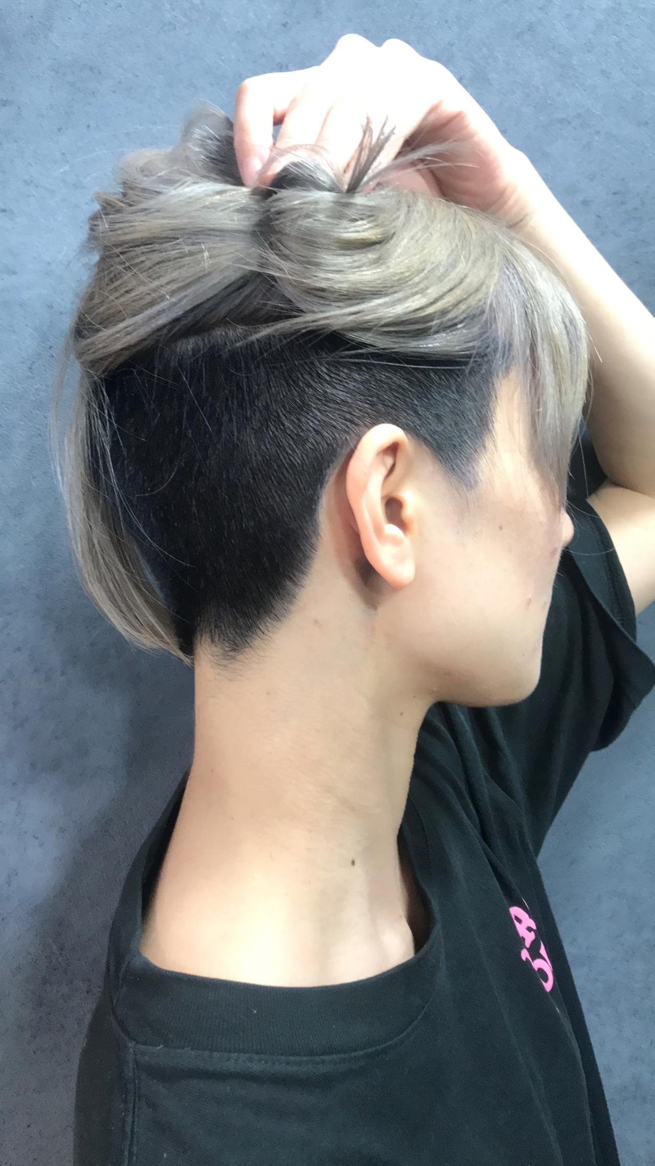 シルバーグレー ボブ 切りっぱなしボブ ホワイトシルバー ヘアスタイルや髪型の写真・画像