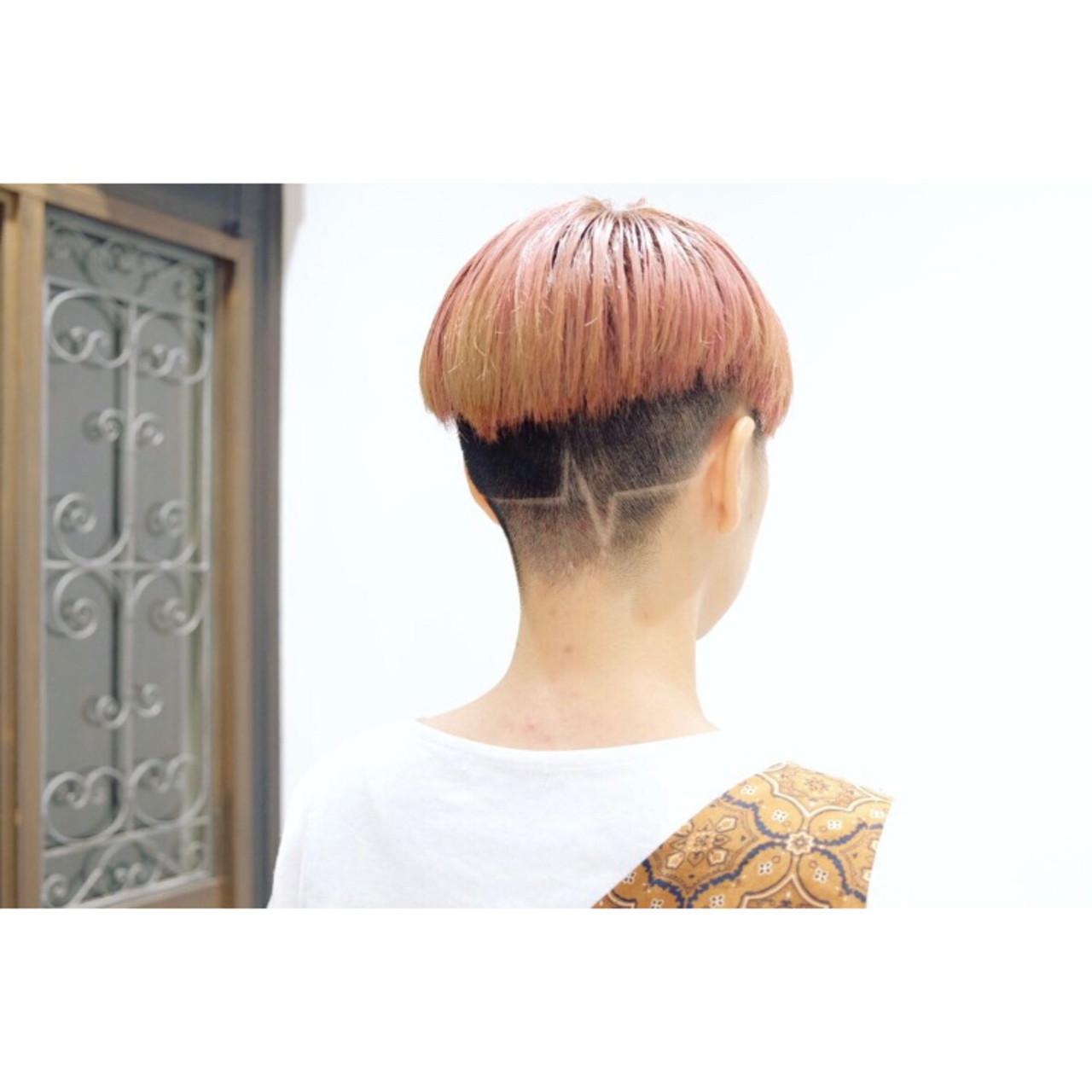 ショート 刈り上げ女子 ハイトーンカラー ブリーチ ヘアスタイルや髪型の写真・画像