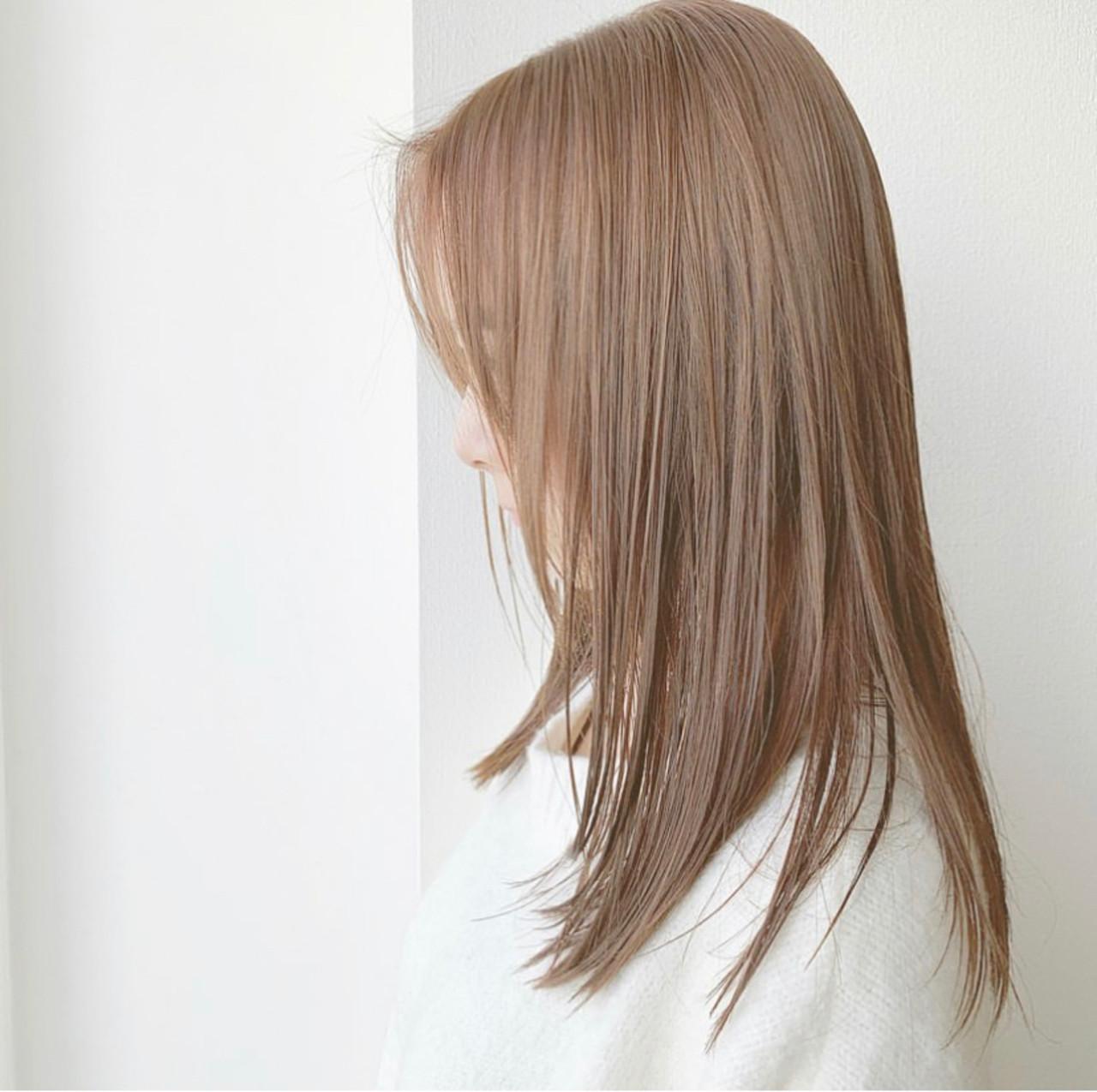 セミロング ナチュラルベージュ 可愛い フェミニン ヘアスタイルや髪型の写真・画像