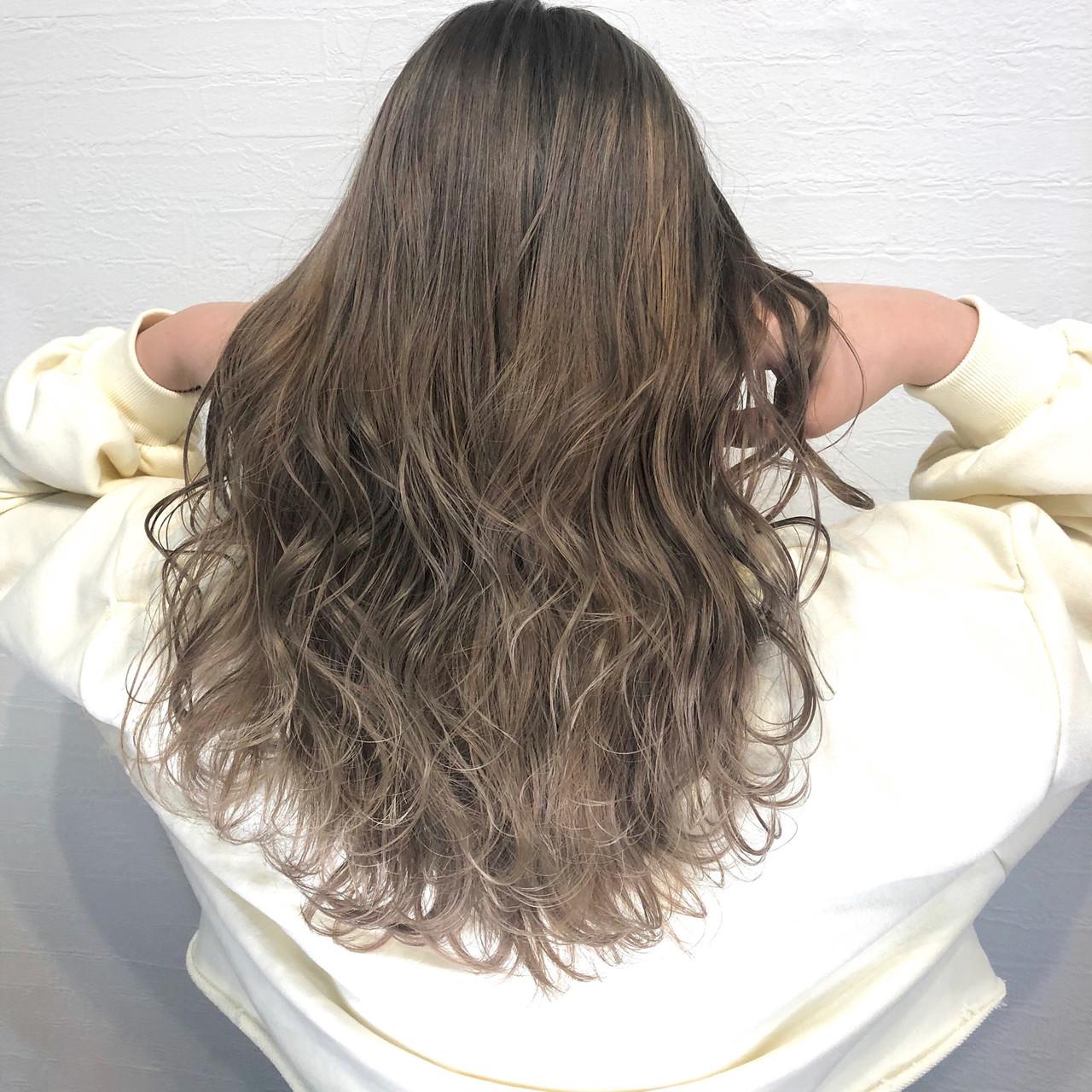 エレガント コテ巻き ミルクティー ロング ヘアスタイルや髪型の写真・画像