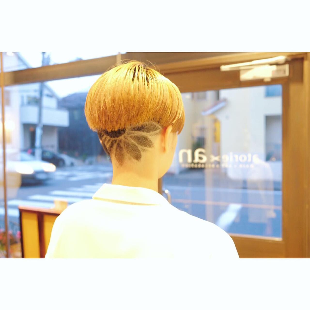刈り上げ女子 刈り上げショート ハイトーンカラー ラインアート ヘアスタイルや髪型の写真・画像