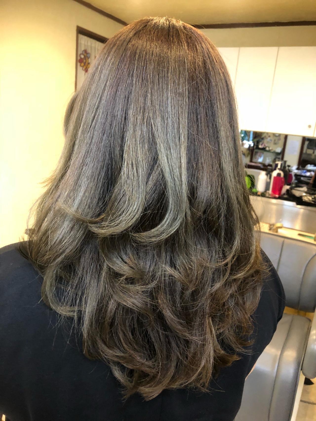 白髪染め 外国人風カラー グレージュ ハイライト ヘアスタイルや髪型の写真・画像