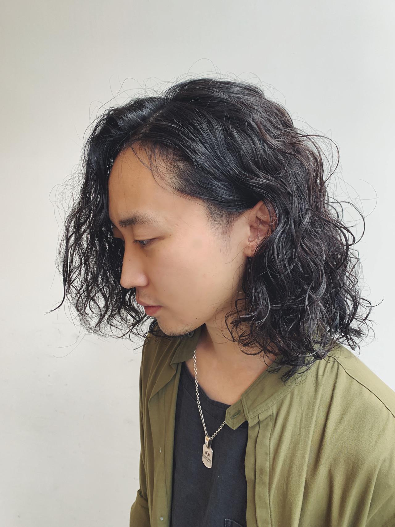 パーマ メンズパーマ ストリート 黒髪 ヘアスタイルや髪型の写真・画像