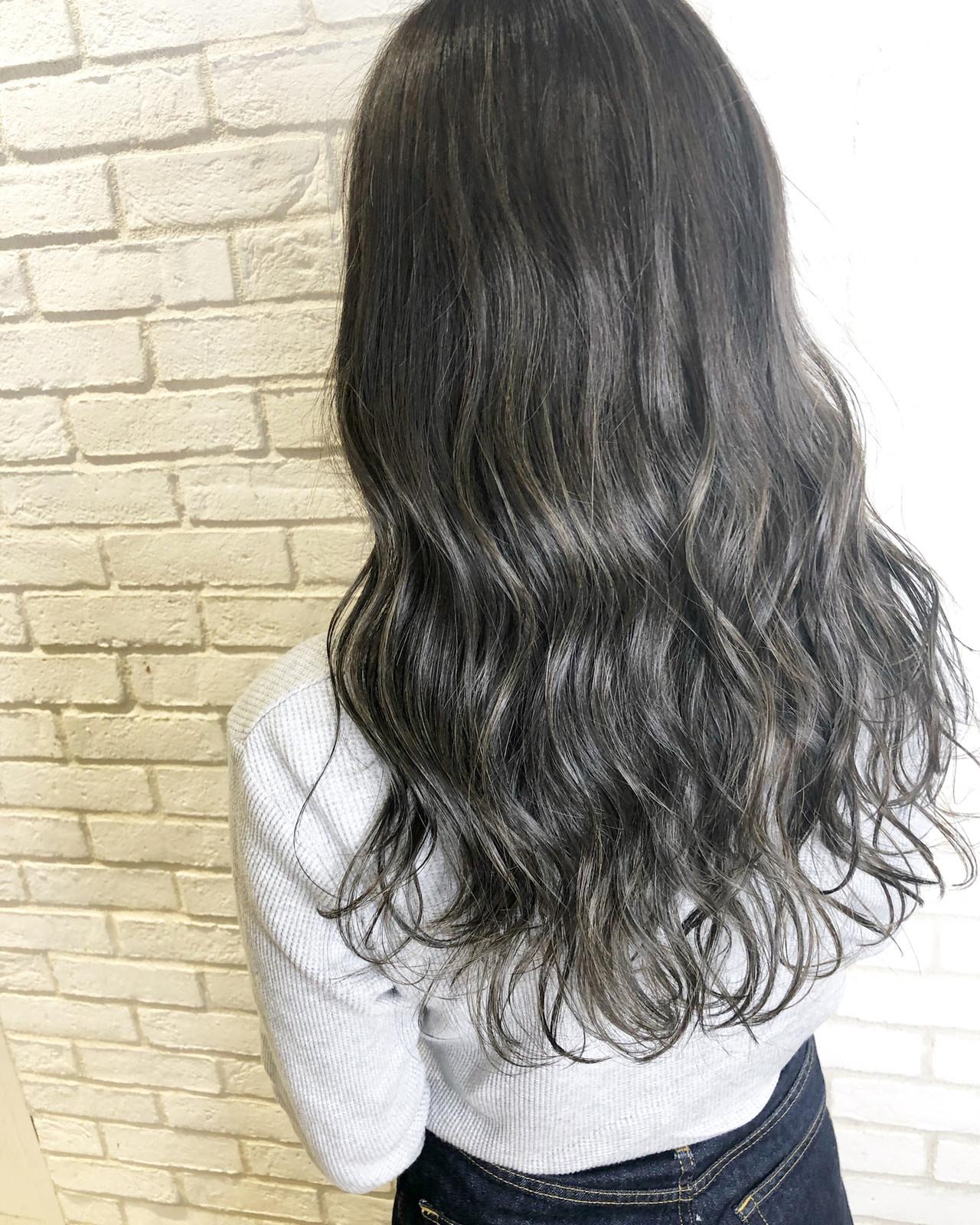 グレージュ 暗髪 ハイライト アディクシーカラー ヘアスタイルや髪型の写真・画像