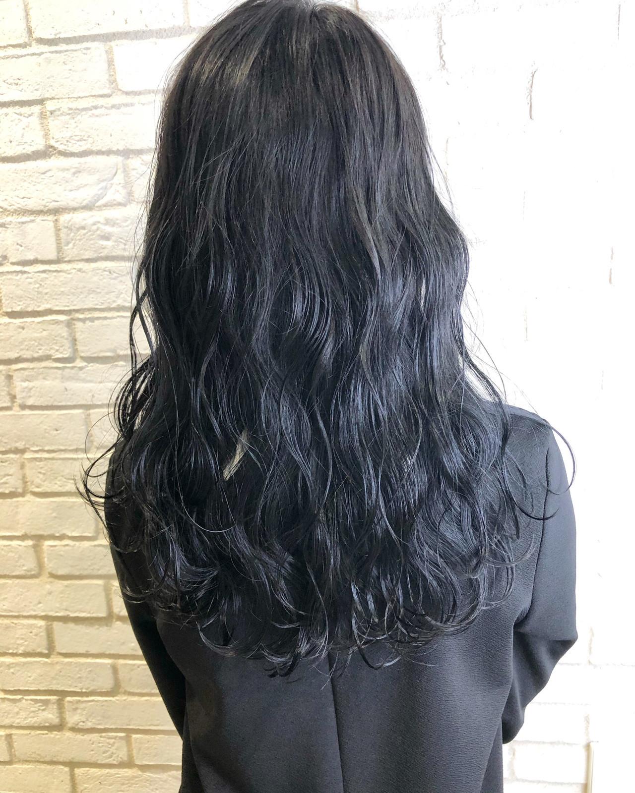 暗髪女子 セミロング アディクシーカラー 暗髪 ヘアスタイルや髪型の写真・画像