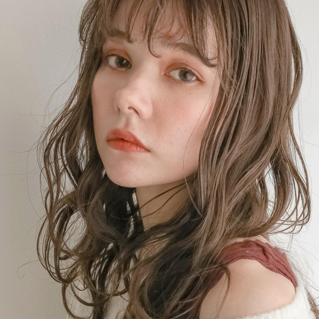 ニュアンスパーマ 外国人風フェミニン フェミニン 無造作パーマ ヘアスタイルや髪型の写真・画像