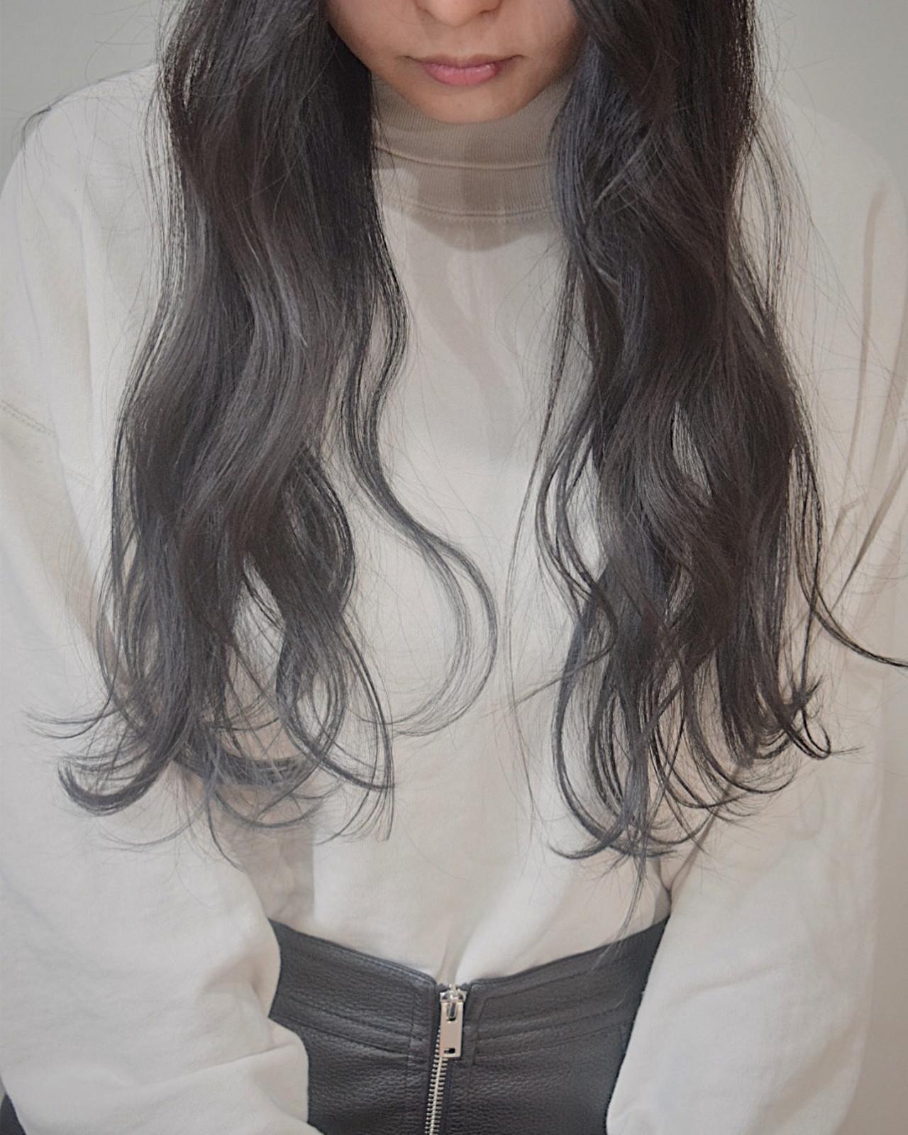 ロング 黒髪 ナチュラル ブラックグレー ヘアスタイルや髪型の写真・画像