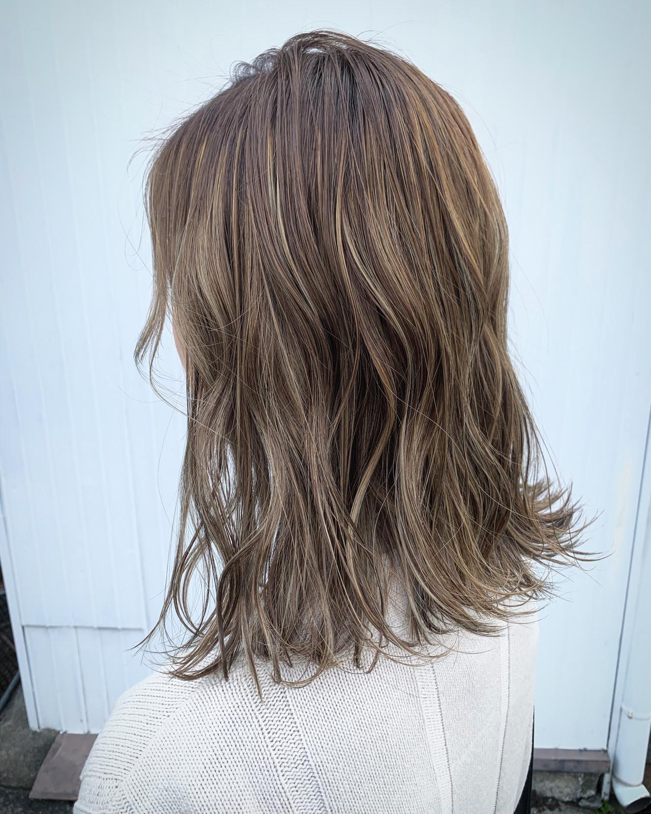 切りっぱなしボブ ミディアム アッシュグレージュ ブルーアッシュ ヘアスタイルや髪型の写真・画像