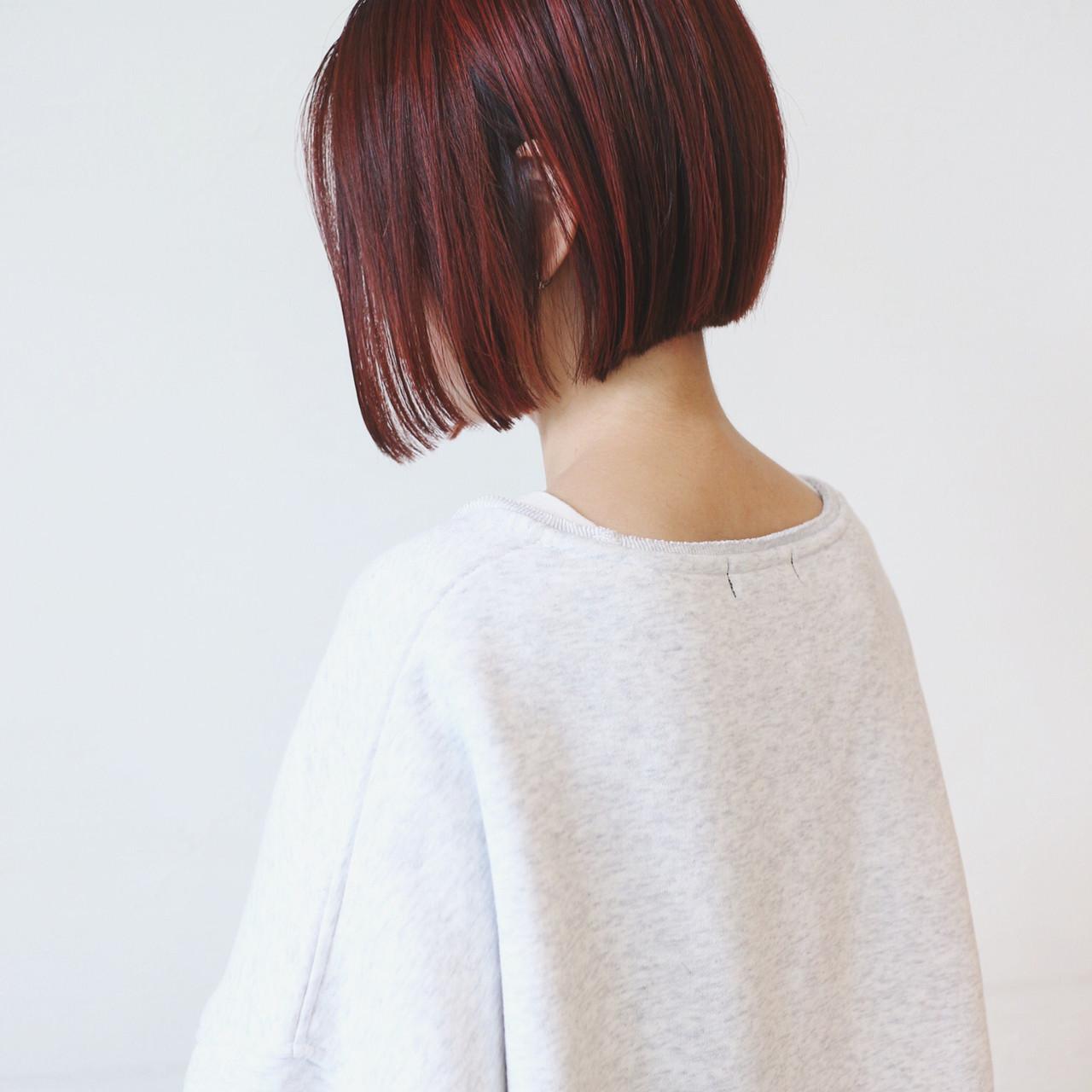 ベリーピンク 切りっぱなしボブ ハイライト ピンク ヘアスタイルや髪型の写真・画像