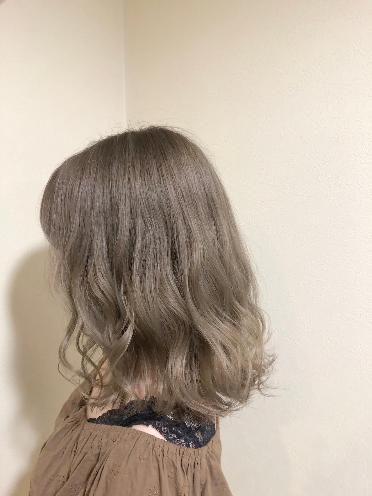ラベージュ ハイトーンカラー ミディアム ラベンダーアッシュ ヘアスタイルや髪型の写真・画像