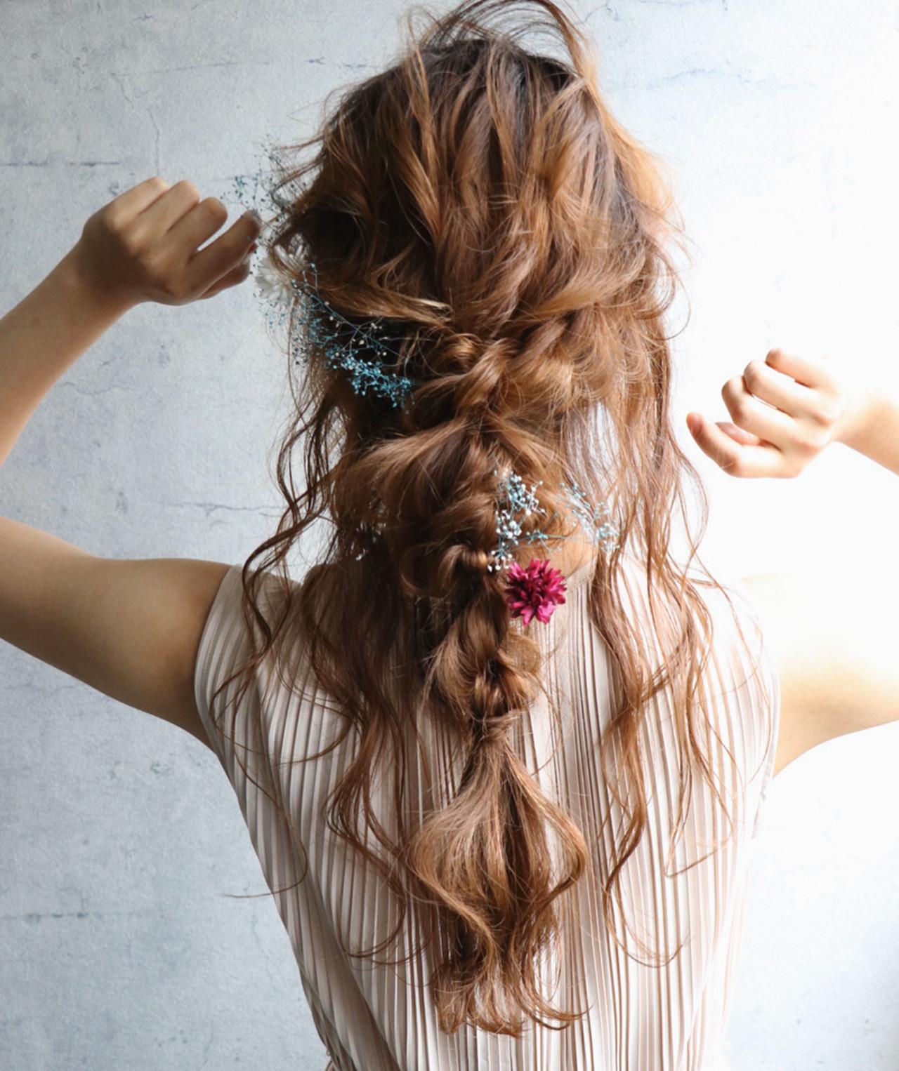 ロング 編みおろし 結婚式ヘアアレンジ フェミニン ヘアスタイルや髪型の写真・画像
