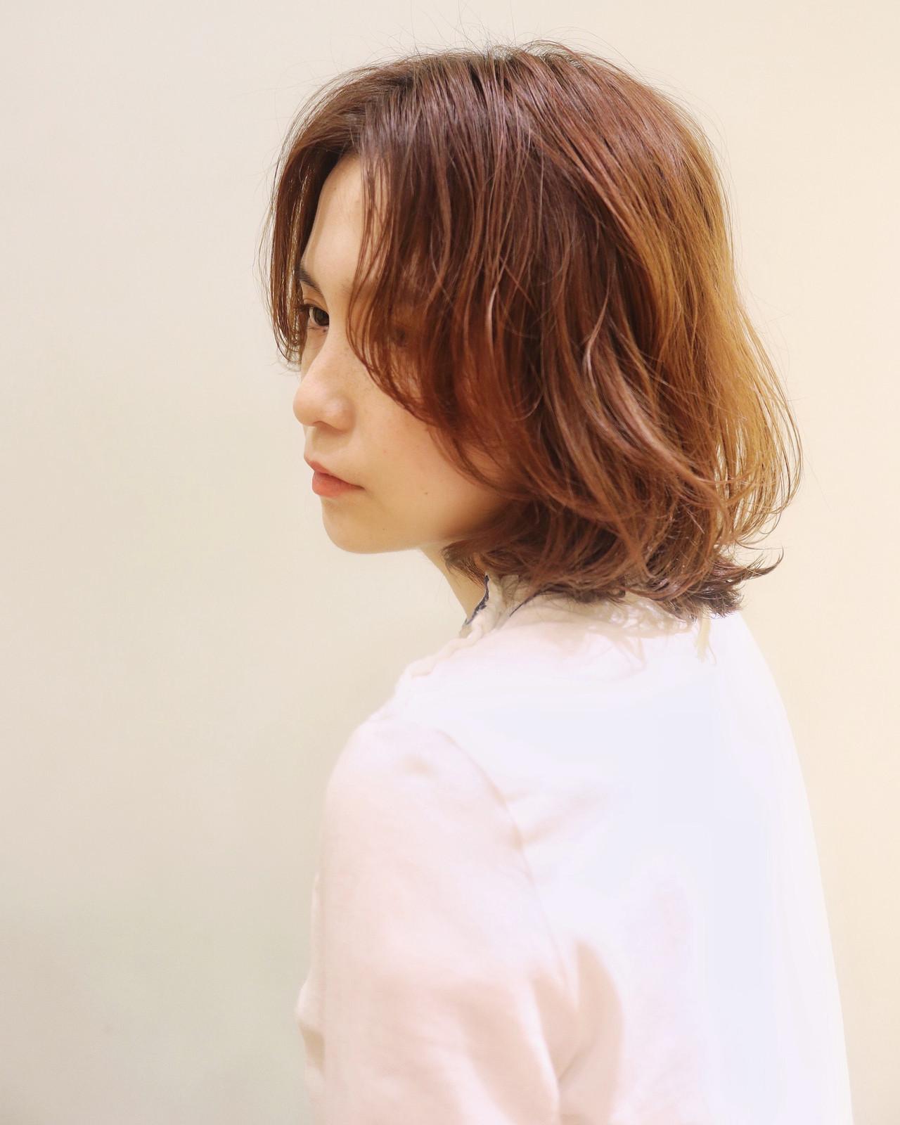 ゆるふわパーマ フェミニン センターパート くせ毛風 ヘアスタイルや髪型の写真・画像