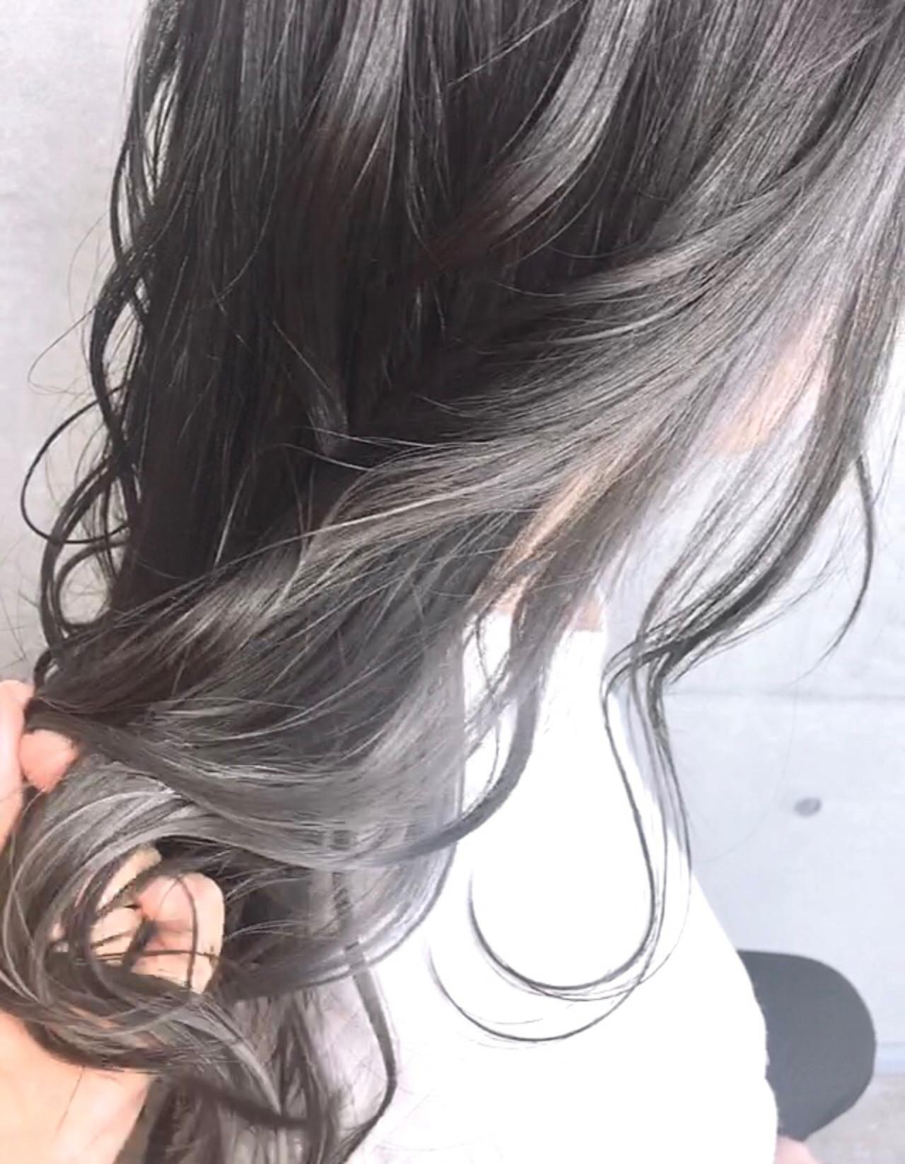 インナーカラー インナーカラーホワイト 地毛風カラー ロング ヘアスタイルや髪型の写真・画像