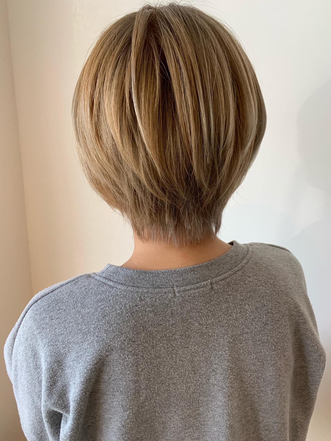 ダブルカラー ショート フェミニン 透明感カラー ヘアスタイルや髪型の写真・画像