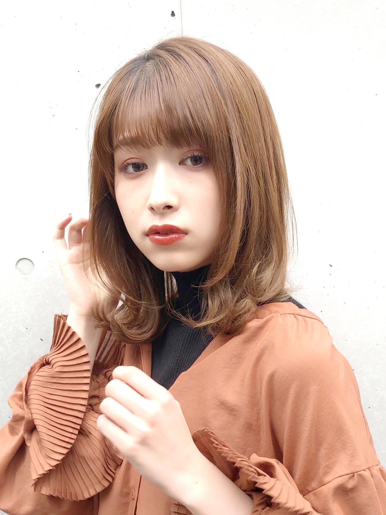 ミディアム ネオウルフ 外ハネ 毛先パーマ ヘアスタイルや髪型の写真・画像