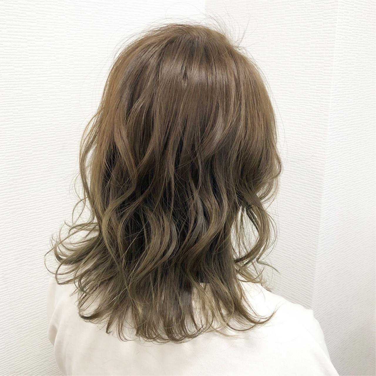 大人かわいい ハイトーンカラー ガーリー 大人ミディアム ヘアスタイルや髪型の写真・画像