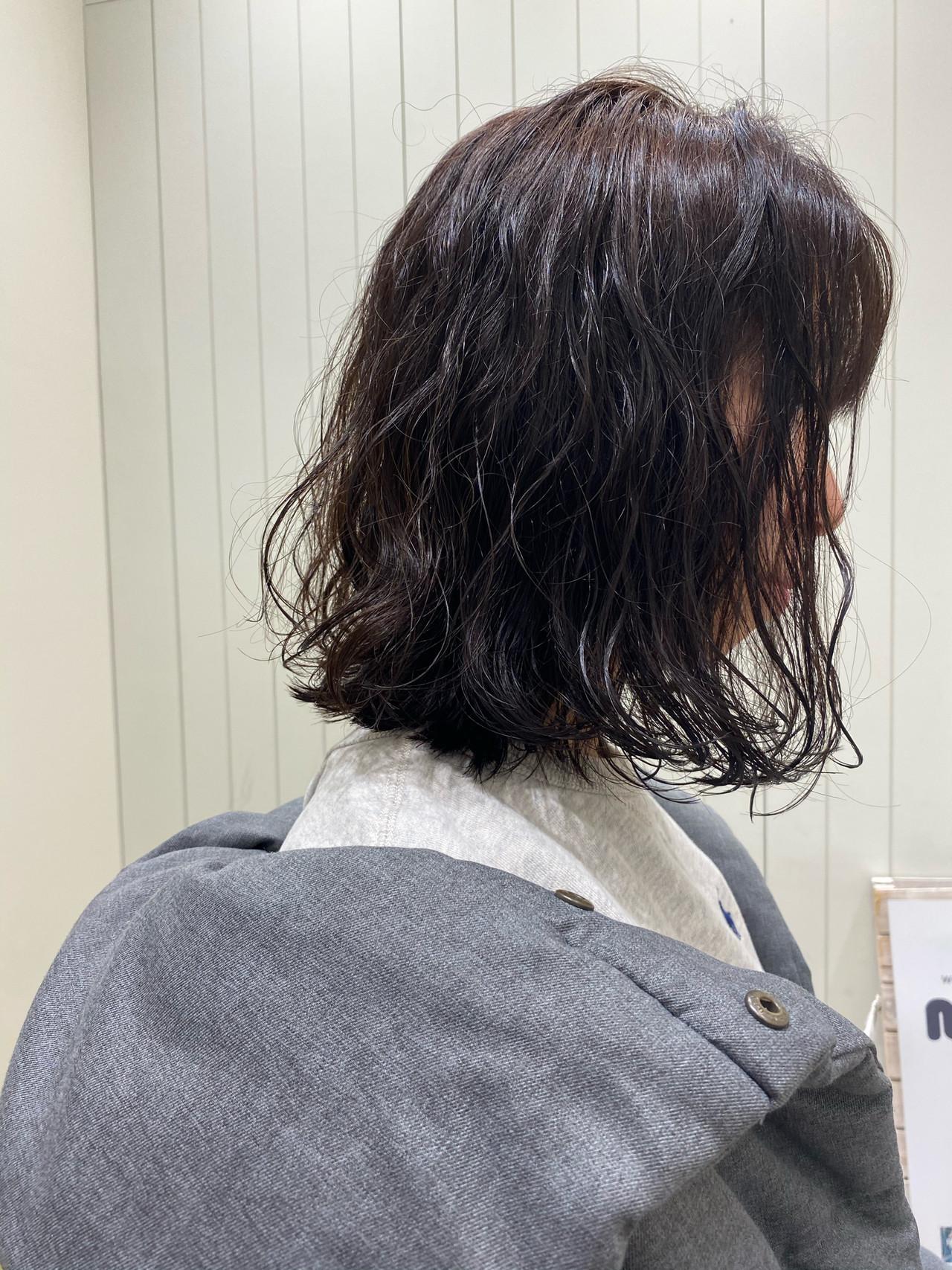 ナチュラル ゆるふわパーマ ミディアム 無造作パーマ ヘアスタイルや髪型の写真・画像