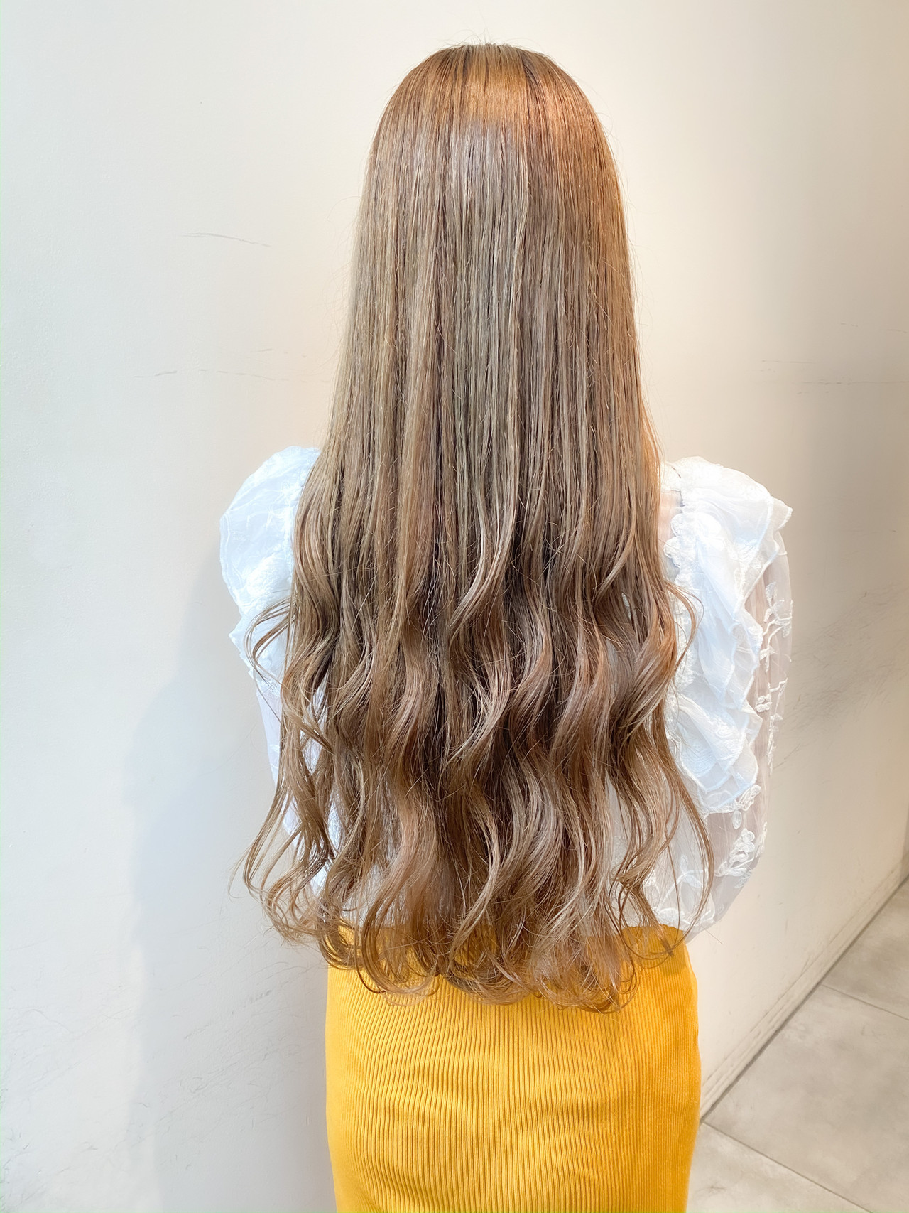 透明感カラー ミルクティーベージュ ミルクティーグレージュ ロング ヘアスタイルや髪型の写真・画像