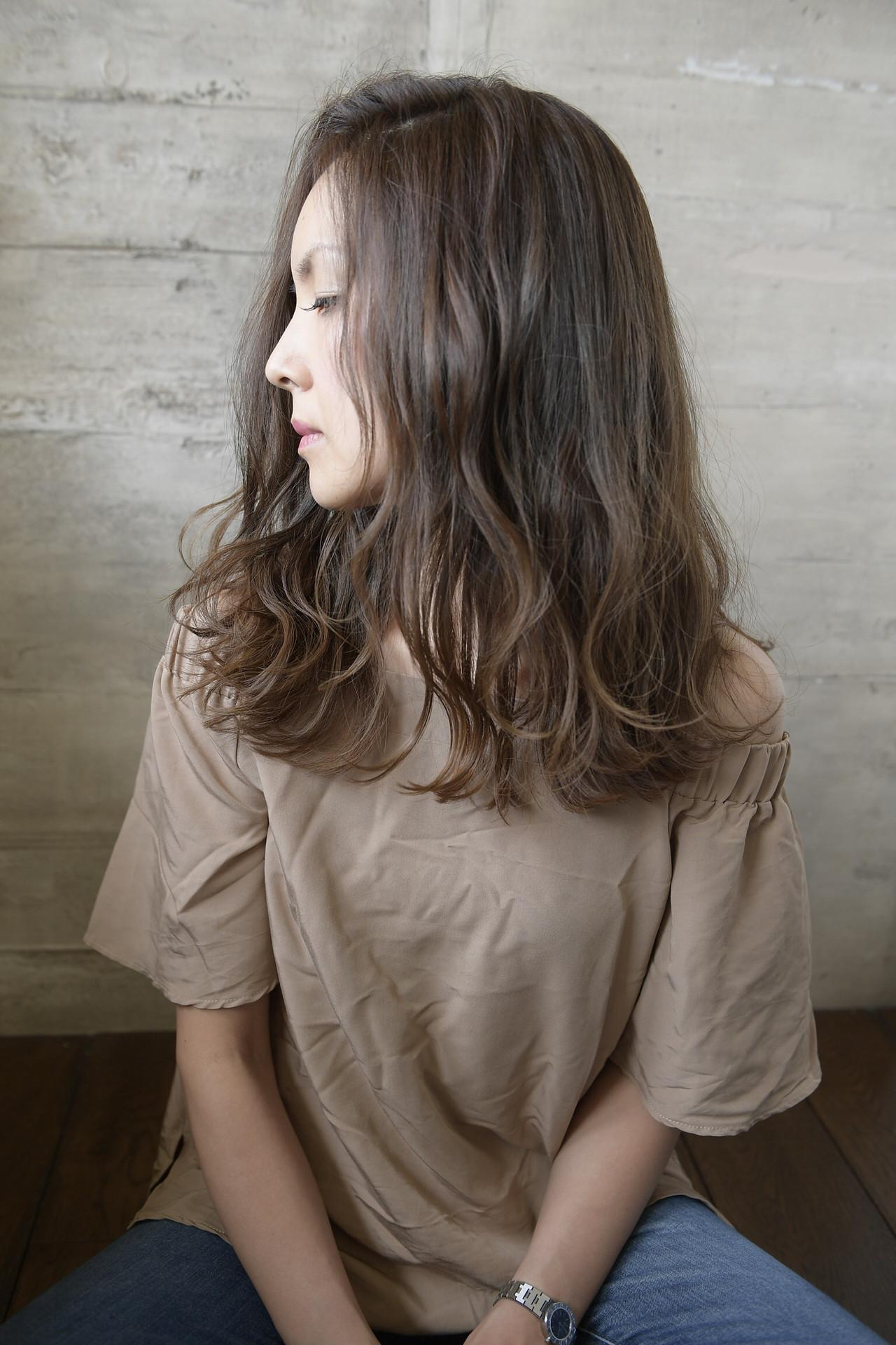 透明感 巻き髪 アッシュグレージュ ナチュラル ヘアスタイルや髪型の写真・画像