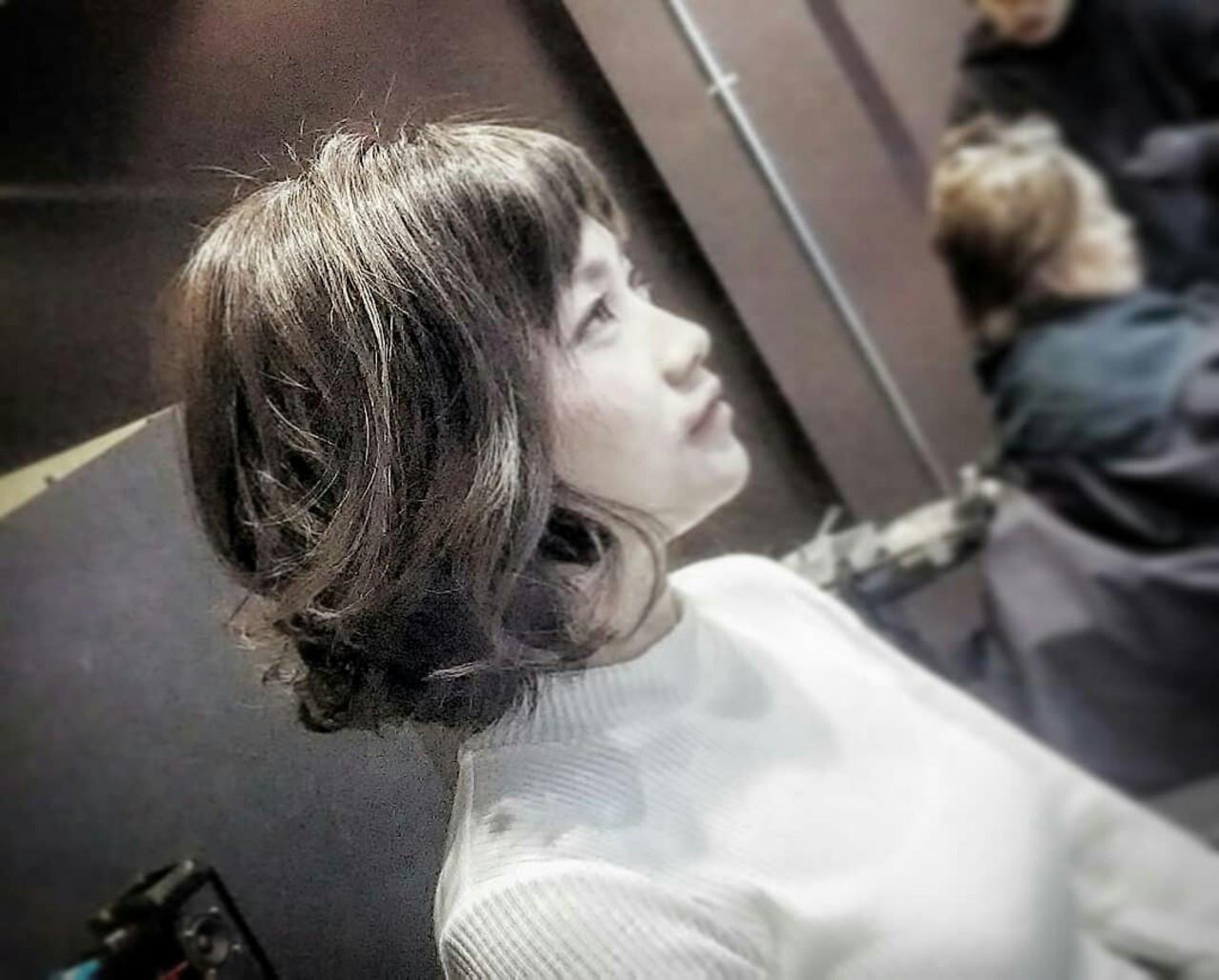 ボブ グレージュ ツーブロック 大人かわいい ヘアスタイルや髪型の写真・画像