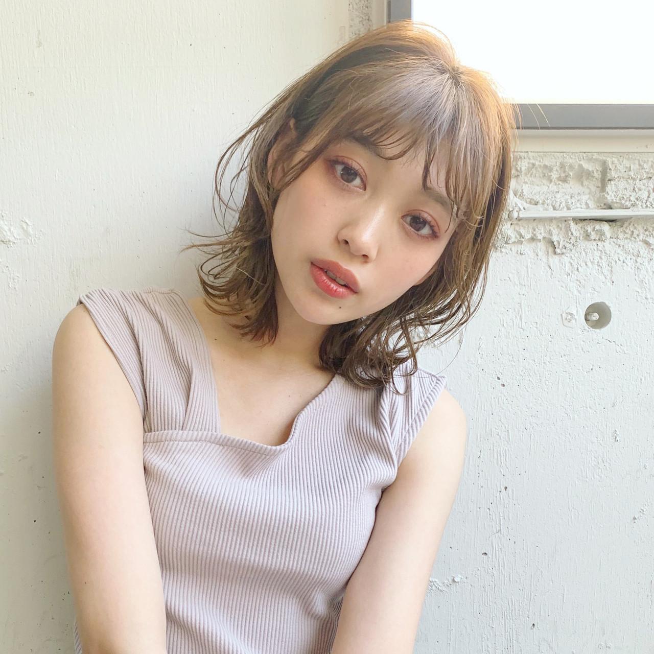 ミディアム ひし形シルエット 大人かわいい シースルーバング ヘアスタイルや髪型の写真・画像