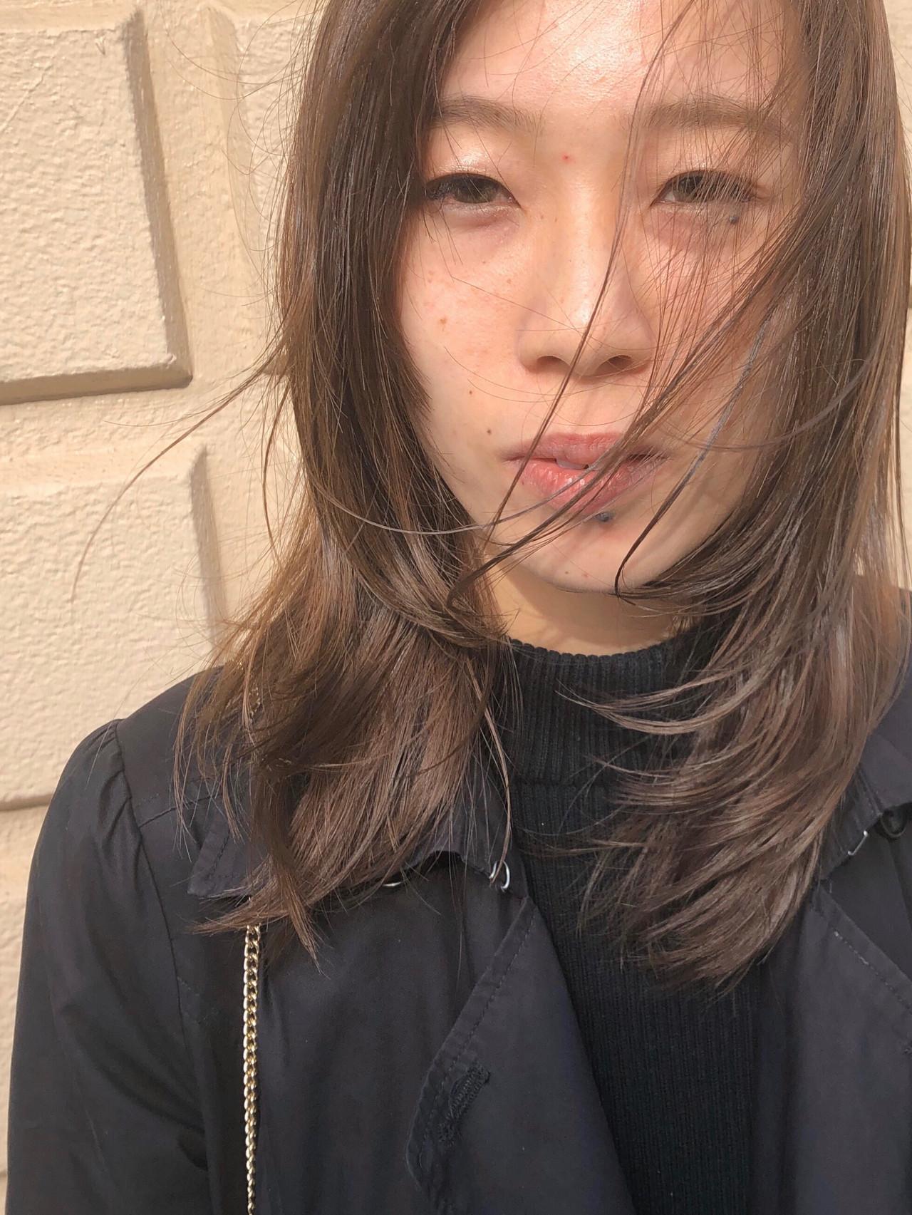 ミルクティーベージュ ナチュラル ハイライト ミディアム ヘアスタイルや髪型の写真・画像