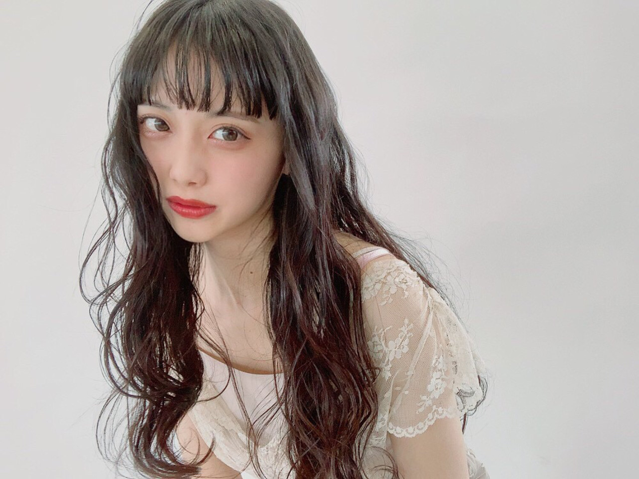 ガーリー ぱっつん 黒髪 ロング ヘアスタイルや髪型の写真・画像
