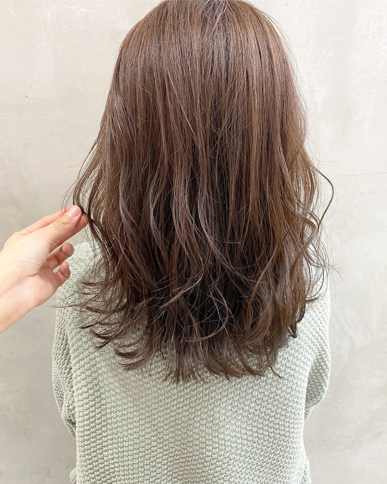 シアーベージュ ブリーチなし ナチュラル セミロング ヘアスタイルや髪型の写真・画像