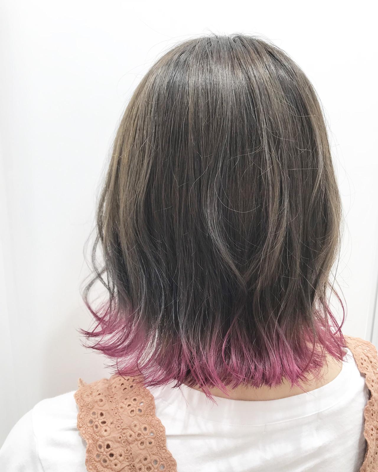 裾カラー インナーカラー ミディアム ポイントカラー ヘアスタイルや髪型の写真・画像