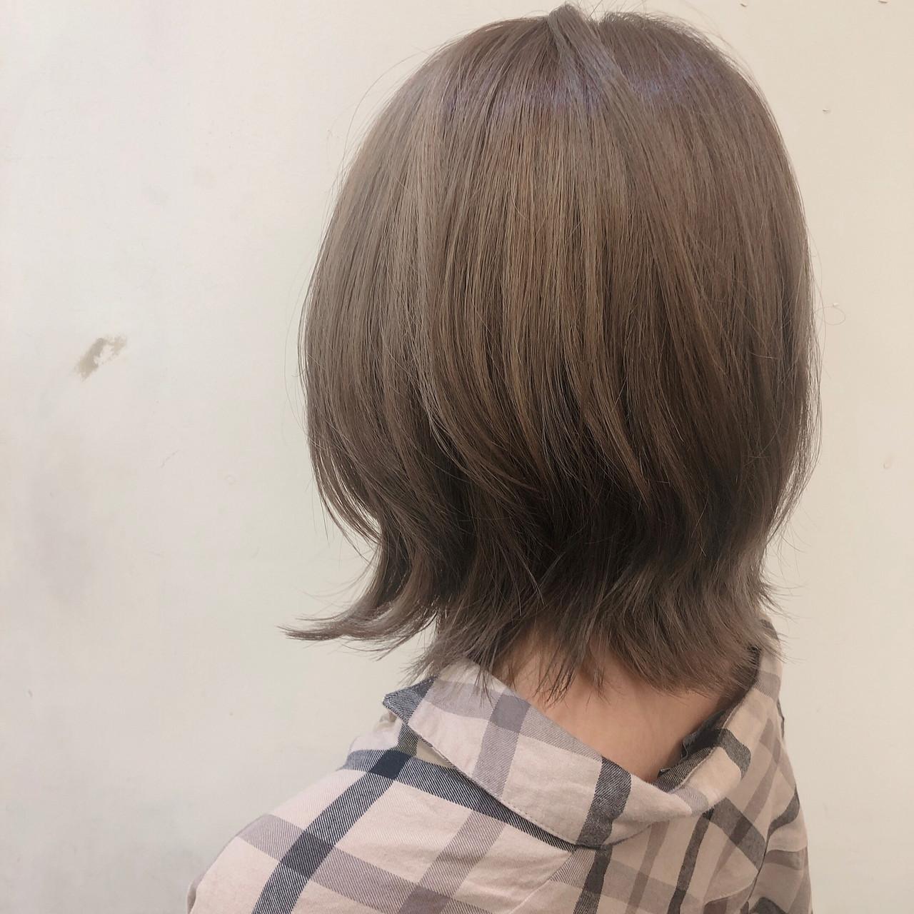 ミルクティー 外国人風 ナチュラル 切りっぱなしボブ ヘアスタイルや髪型の写真・画像