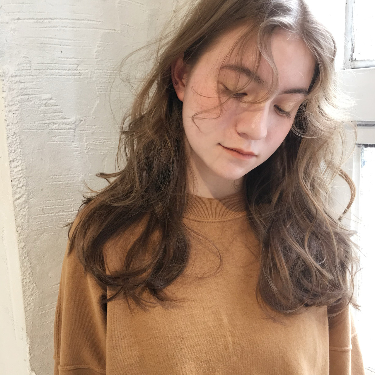 ゆるかき上げウェーブ 極細ハイライト シースルーバング 大人ハイライト ヘアスタイルや髪型の写真・画像
