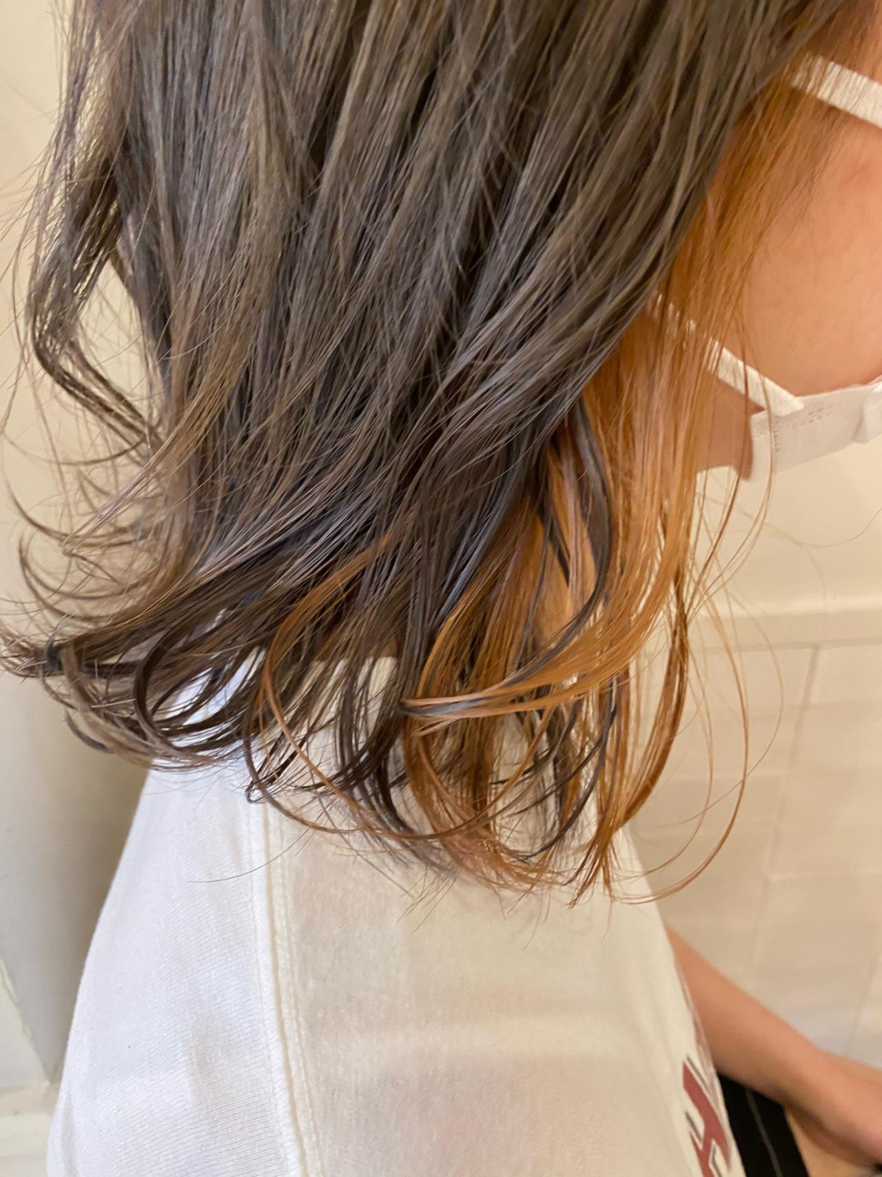 アプリコットオレンジ ラベンダーグレージュ インナーカラーオレンジ ナチュラル ヘアスタイルや髪型の写真・画像