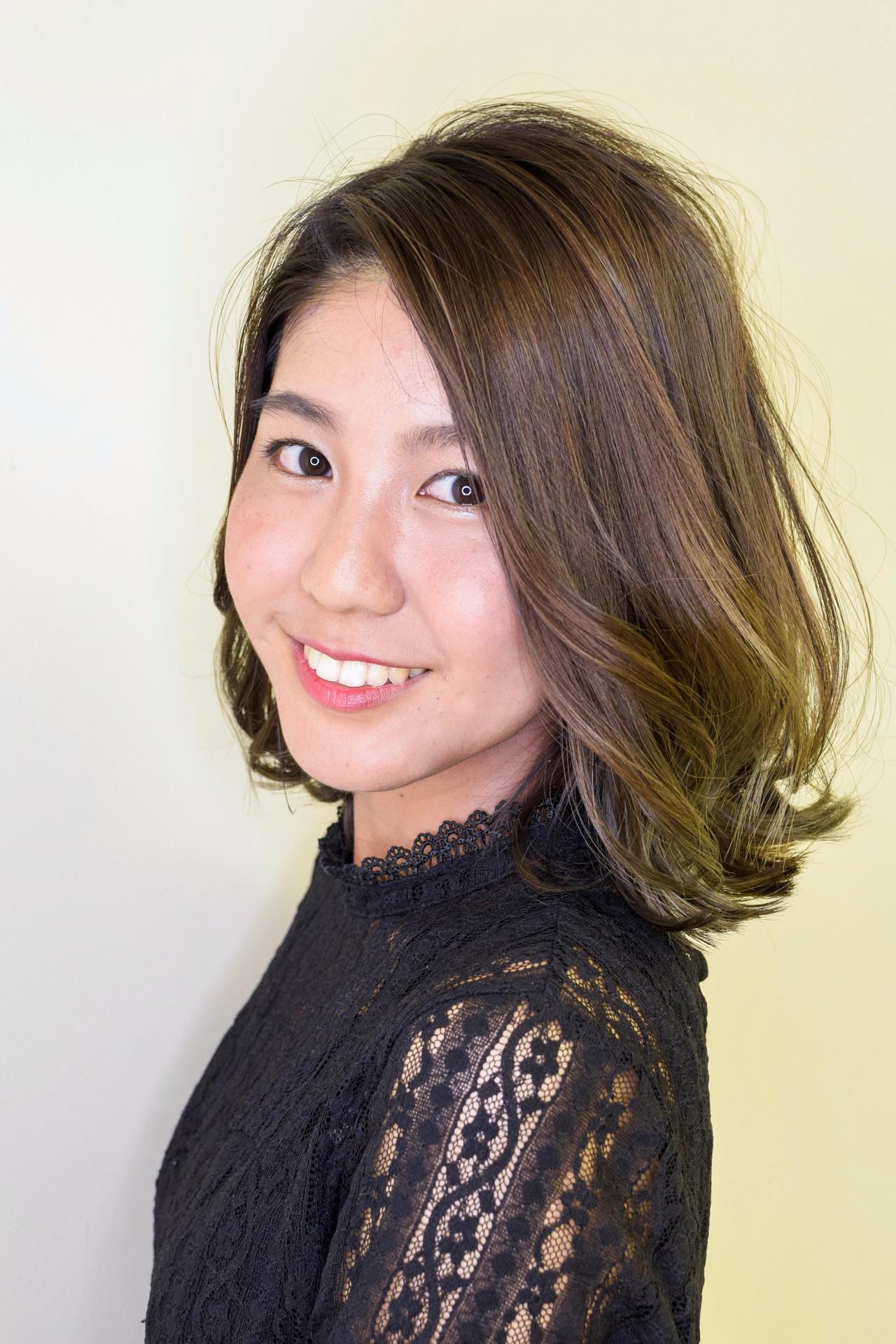 グレージュ 透明感カラー バレイヤージュ 大人かわいい ヘアスタイルや髪型の写真・画像