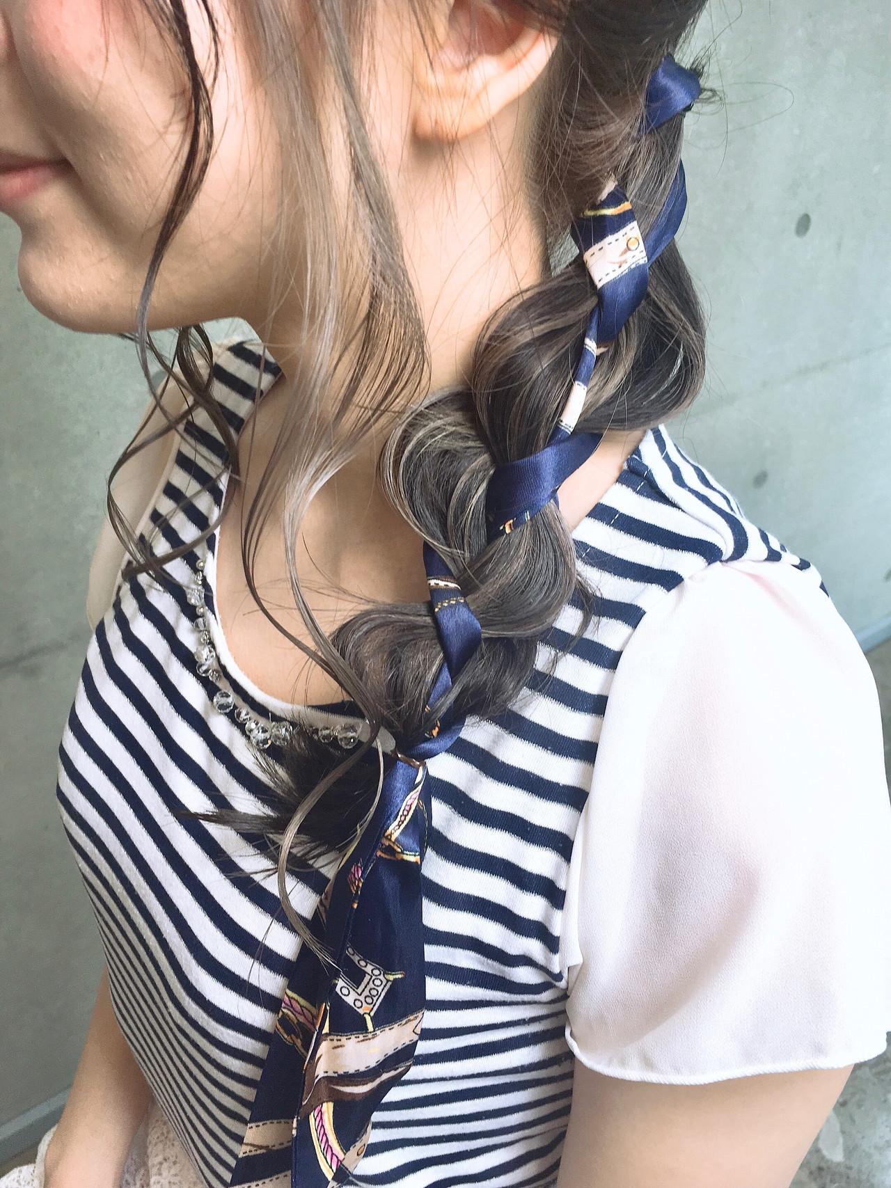 スカーフアレンジ ガーリー 簡単ヘアアレンジ インナーカラー ヘアスタイルや髪型の写真・画像